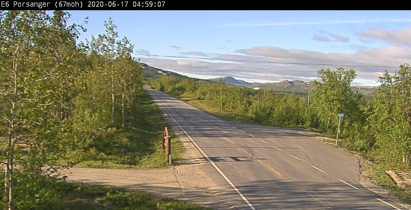 (17.06.2020): Morgensol i Porsanger onsdag morgen. Svak vind fra sør-sørøst. Pluss seks grader, stiger til 12 grader midt på dagen. (Foto: Statens vegvesen, webkamera)