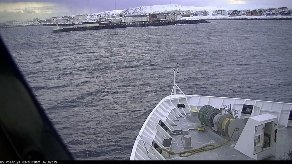 (03.03.2021): Hurtigruten går til kai i Vardø onsdag ettermiddag. (Foto: MS Polarlys)