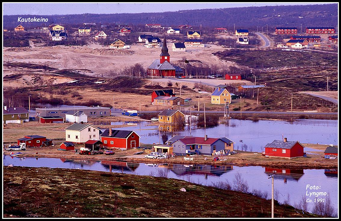 Vårflom. Butikken med kira i bakgrunnen. Bildet er tatt rundt 1991. (Foto Olav Berg Lyngmo)